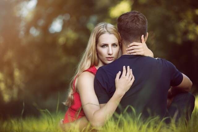 7 surefire signs he love you